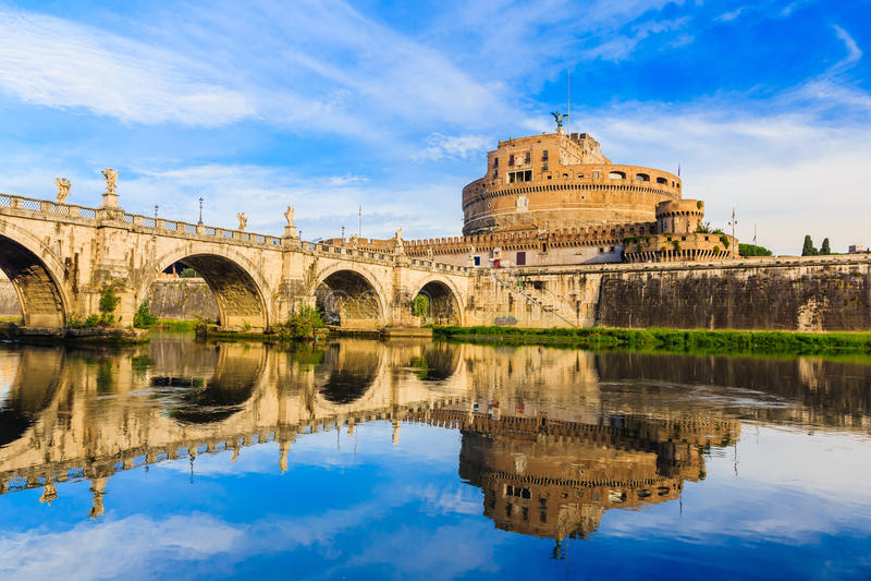 Mooie oude vensters in Rome (Italië) stock fotografie