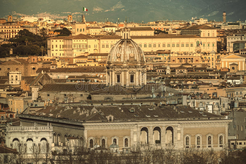 Mooie oude vensters in Rome (Italië) royalty-vrije stock fotografie