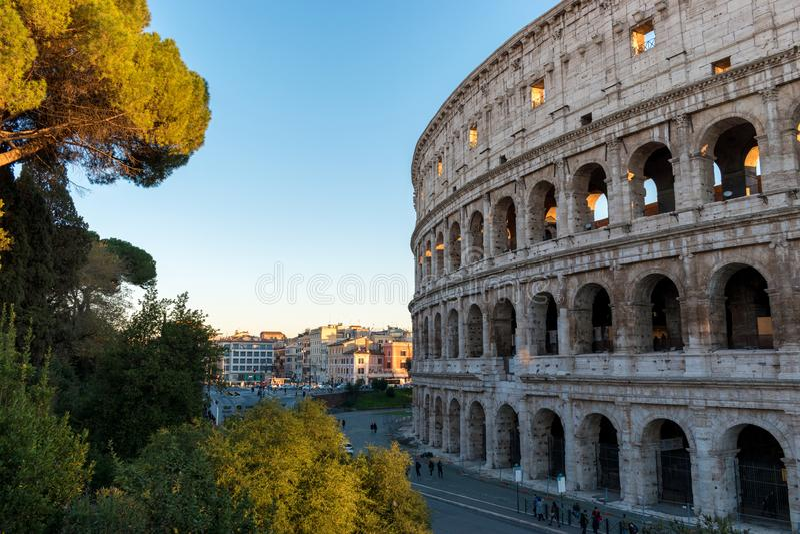 Mooie oude vensters in Rome (Italië) 05 december, 2017: Colosseum in Rome Italië royalty-vrije stock afbeelding