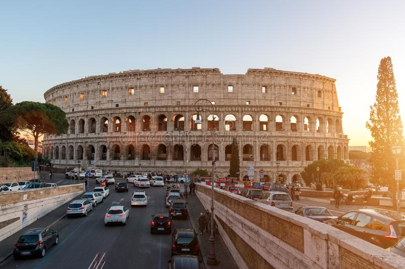 Mooie oude vensters in Rome (Italië) 05 december, 2017: Colosseum in Rome Italië zonnig royalty-vrije stock afbeeldingen