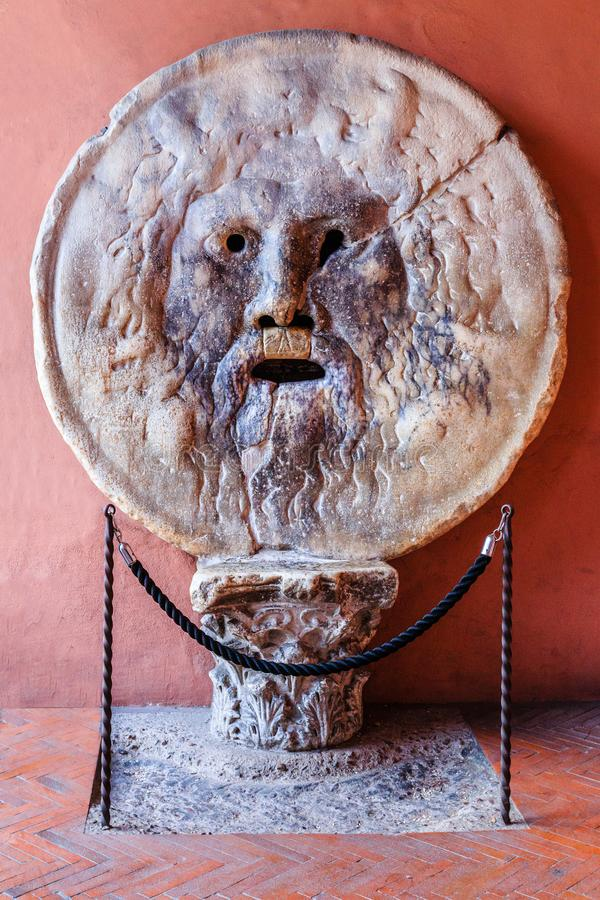 Mooie oude vensters in Rome (Italië) Della Verita van Bocca royalty-vrije stock afbeelding