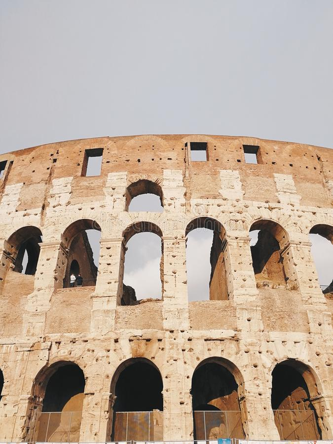 Mooie oude vensters in Rome (Itali?) stock afbeeldingen
