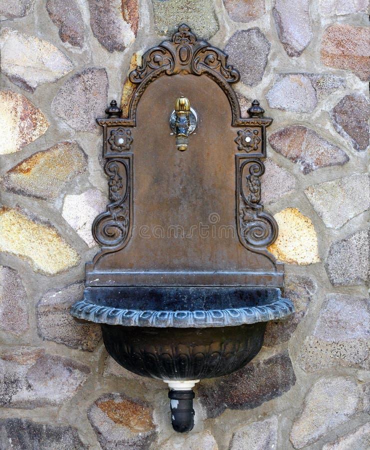 Mooie ouderwetse fontein royalty-vrije stock afbeelding
