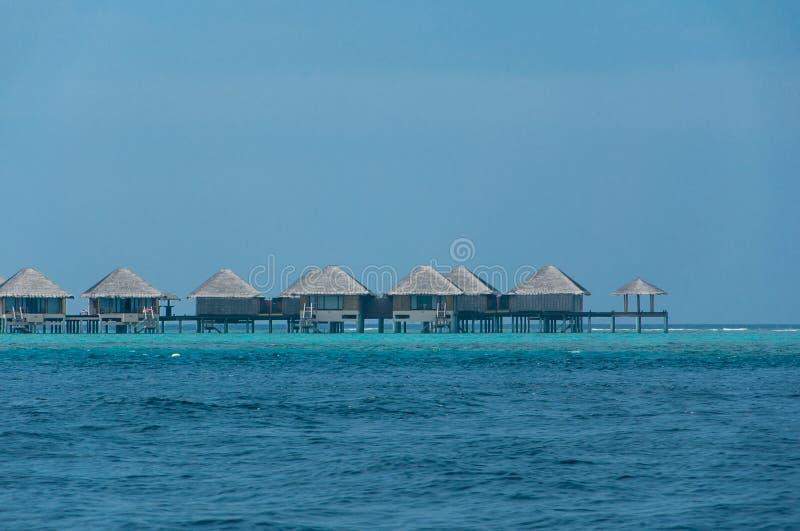 Mooie overweldigende Waterbungalow in het overzees in de Maldiven royalty-vrije stock foto's