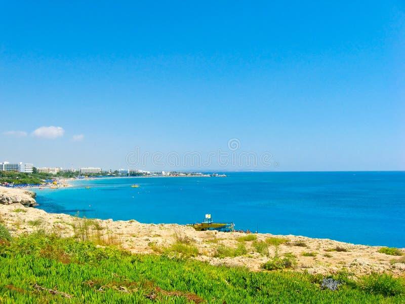 Download Mooie overzeese kust stock afbeelding. Afbeelding bestaande uit flat - 29500183