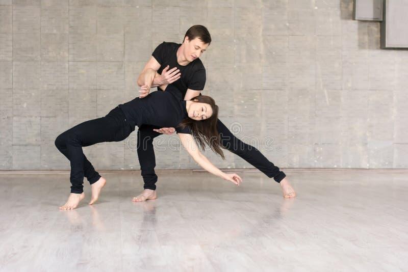 Mooie paar het dansen sociale dans royalty-vrije stock fotografie