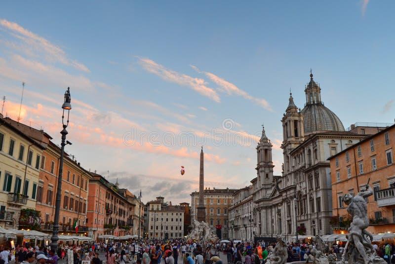 Mooie Piazza Navona, volledig van toeristen stock afbeelding