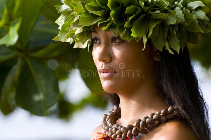 Mooie Polynesische vrouw stock foto