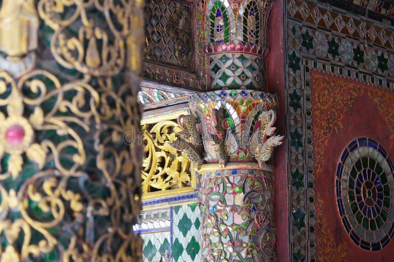 Mooie pool van Wat Phra Kaew Don Tao, Lampang, Noordelijke Thail royalty-vrije stock afbeeldingen