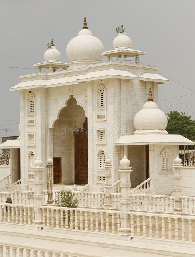 Mooie poort aan een heilige tempel in India royalty-vrije stock afbeelding