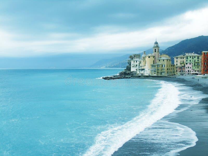 Mooie Portofino met kleurrijke huizen en villa's stock afbeeldingen