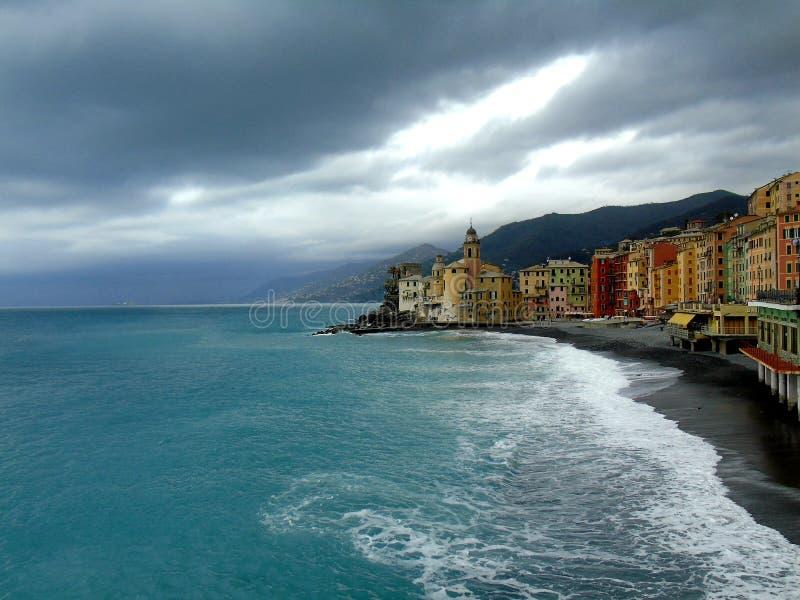 Mooie Portofino met kleurrijke huizen en villa's stock afbeelding
