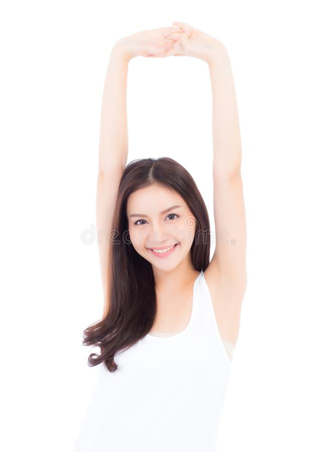 Mooie portret Aziatische jonge die vrouw het glimlachen rekhand met oefening en yoga op witte achtergrond wordt geïsoleerd royalty-vrije stock afbeeldingen
