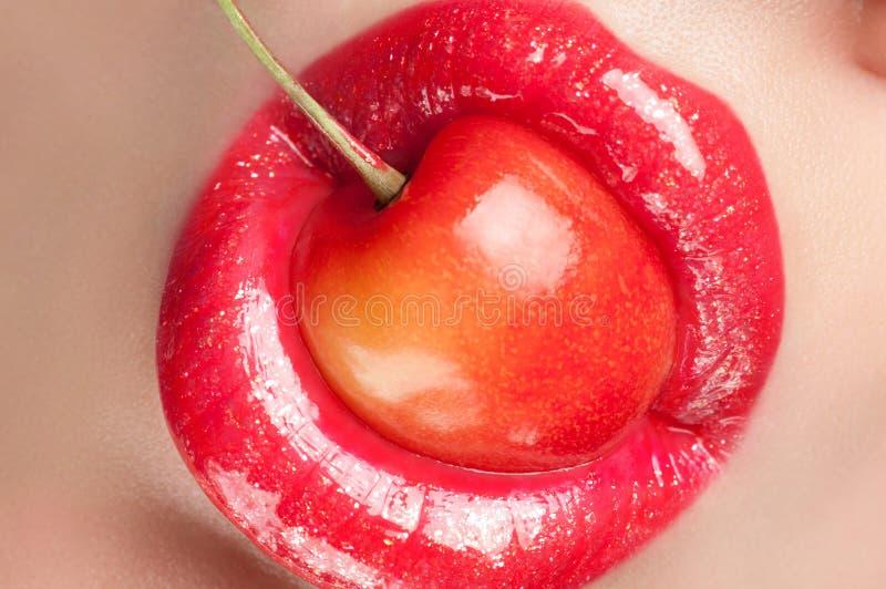 Mooie rode lippen royalty-vrije stock afbeelding