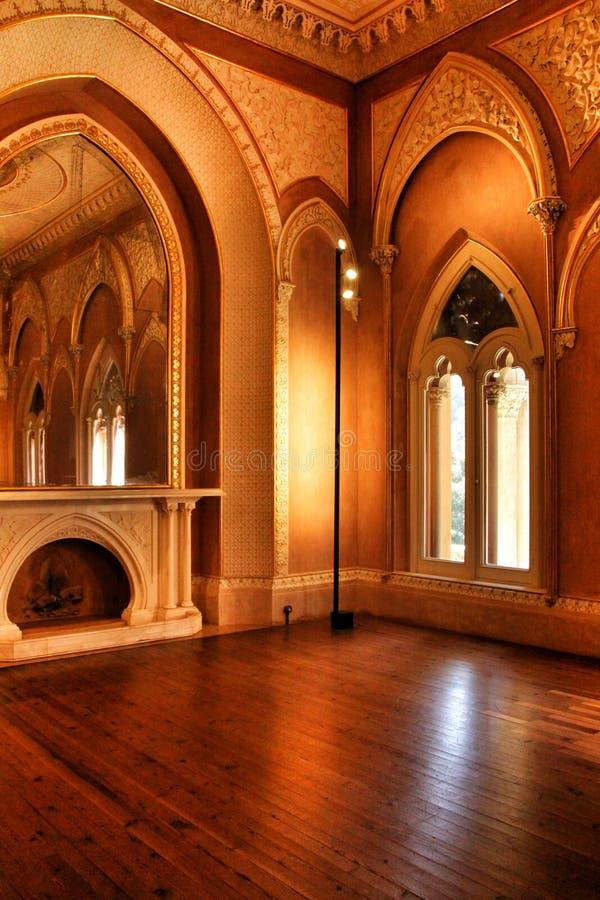 Mooie ruimten met arcades en pijlers van Monserrate-Paleis in Sintra stock foto's