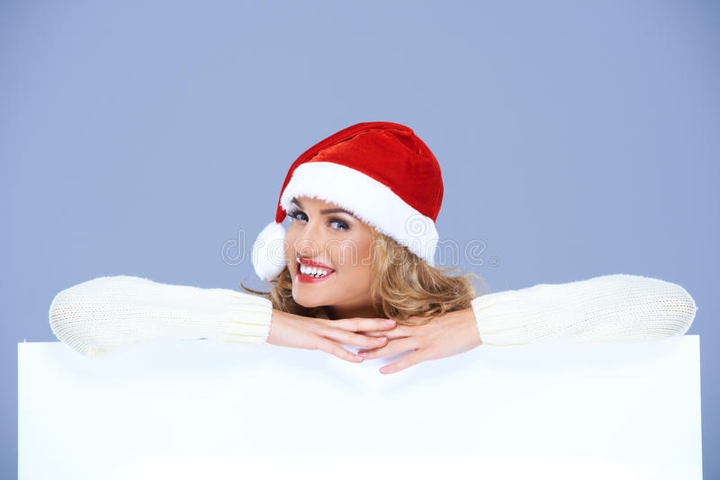 Mooie Santa Woman Smiling Over White-Raad royalty-vrije stock fotografie