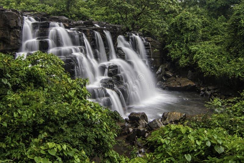 Mooie Savdav-waterval dichtbij Kankavli stock foto