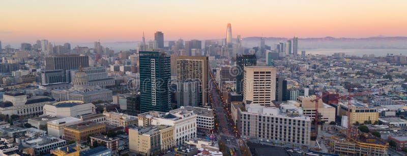 Mooie Schemer Licht San Francisco California City Skyline de V.S. royalty-vrije stock afbeelding