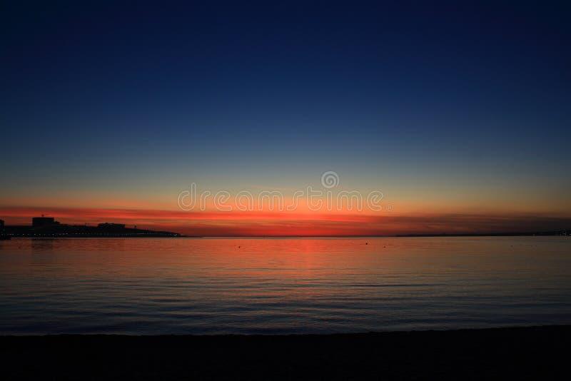 Mooie schemering met zonsondergang op de Zwarte Zee royalty-vrije stock foto's