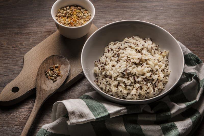 Mooie schotel van quinoa rijst Japanse stijl royalty-vrije stock afbeelding