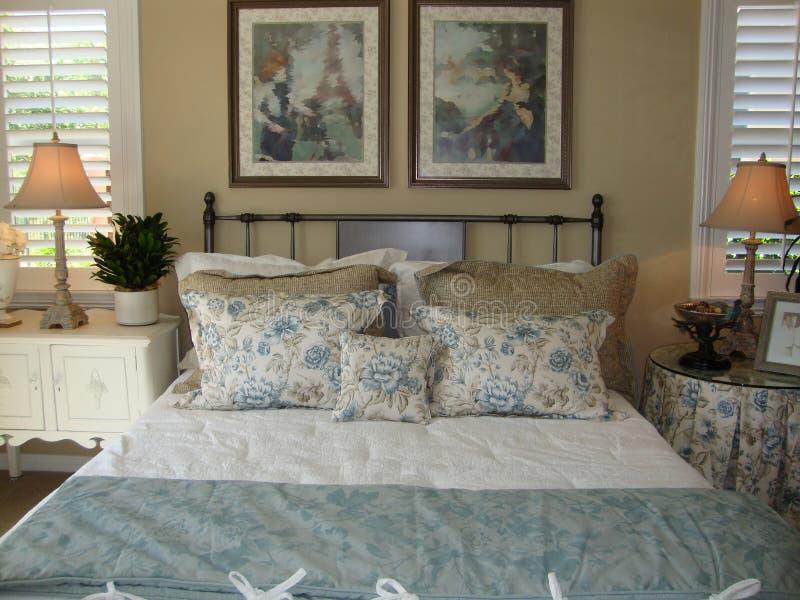 Mooie Slaapkamer stock foto. Afbeelding bestaande uit decor - 14043806