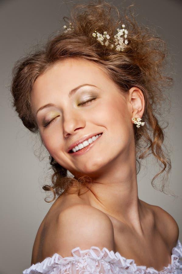 Mooie smileyvrouw stock foto