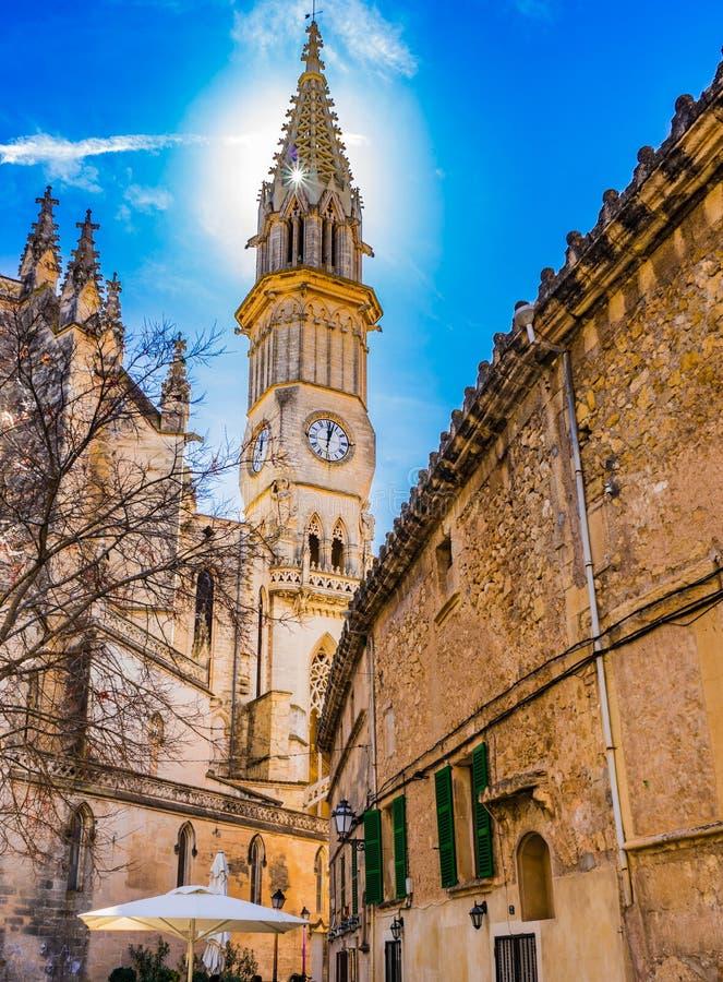 Mooie spits van kerk in Manacor stad op Majorca-eiland, Spanje royalty-vrije stock foto