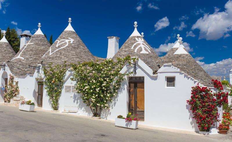 Mooie stad van Alberobello met trullihuizen, hoofd turistic district, Apulia-gebied, Zuidelijk Italië stock afbeelding