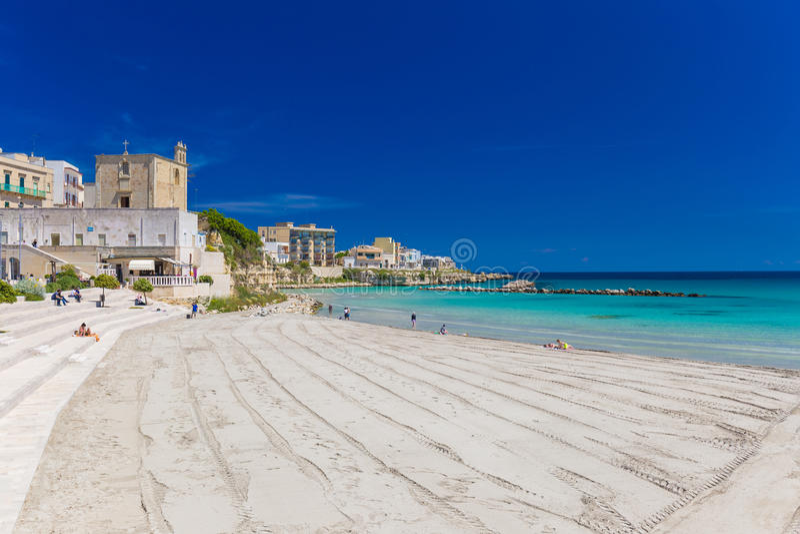Mooie stad van Otranto en zijn strand, Salento-schiereiland, het gebied van Puglia, Italië royalty-vrije stock fotografie