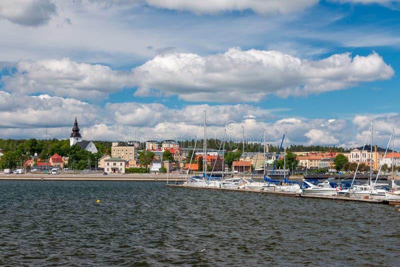 Mooie stadsmening van Hudiksvall in Zweden stock afbeelding