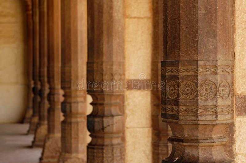 Mooie steenkolommen in AmberFort. India stock foto