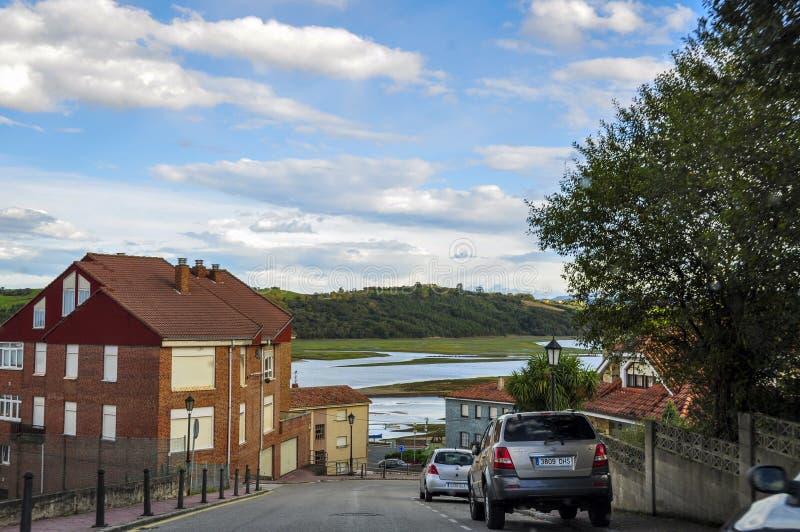 Mooie straat van een kleine Europese stad van San Vicente DE La B stock foto