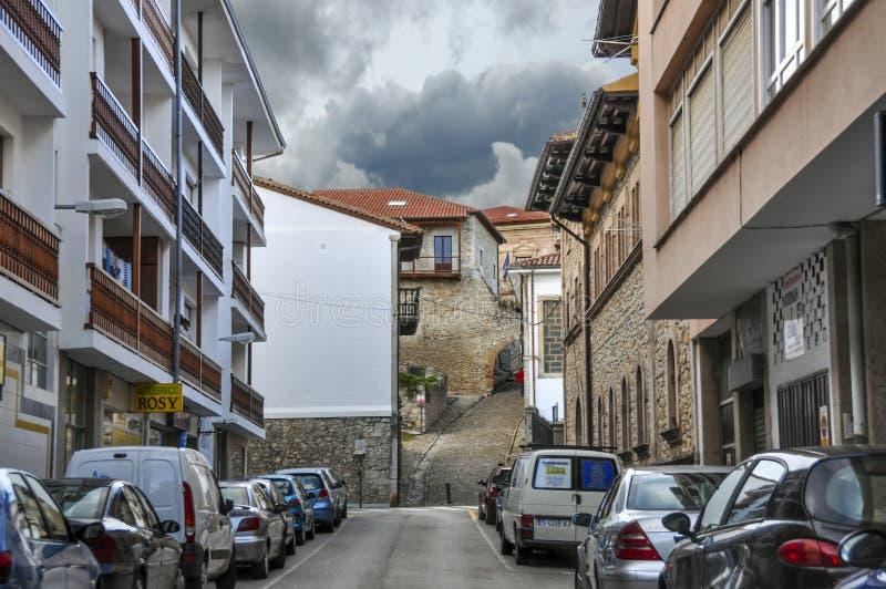 Mooie straat van een kleine Europese stad van San Vicente DE La B royalty-vrije stock foto's