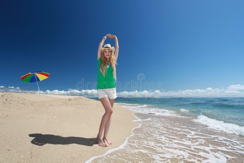 Mooie strand en vrouw royalty-vrije stock foto's
