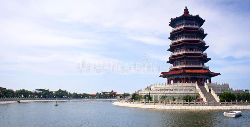 Mooie tempel in Yantai stock foto's