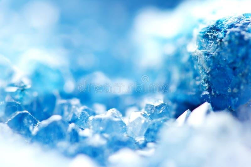 Mooie textuur van Blauwe kristallen mineraal zijn vage natuurlijke achtergrond De winter mooie achtergrond stock afbeeldingen
