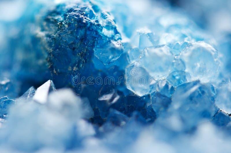Mooie textuur van Blauwe kristallen mineraal zijn vage natuurlijke achtergrond De winter mooie achtergrond stock fotografie