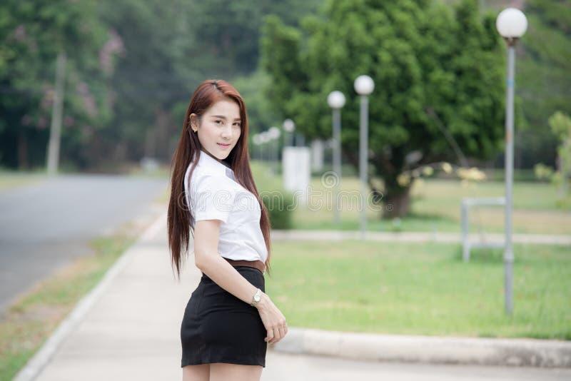 Mooie Thaise universitaire student royalty-vrije stock foto's