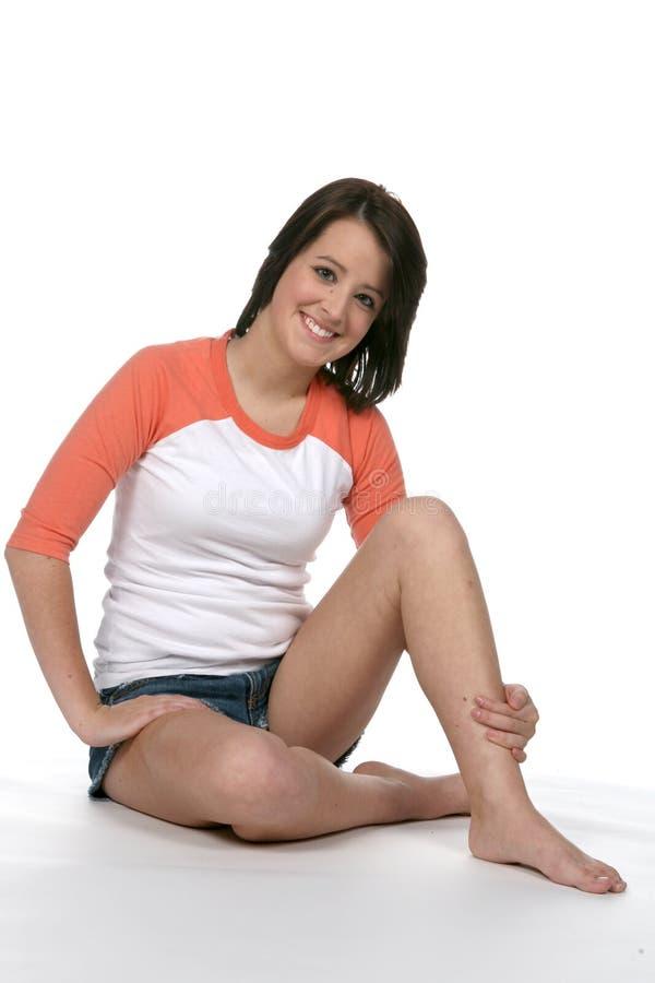 Mooie tiener met naakte benen royalty-vrije stock foto