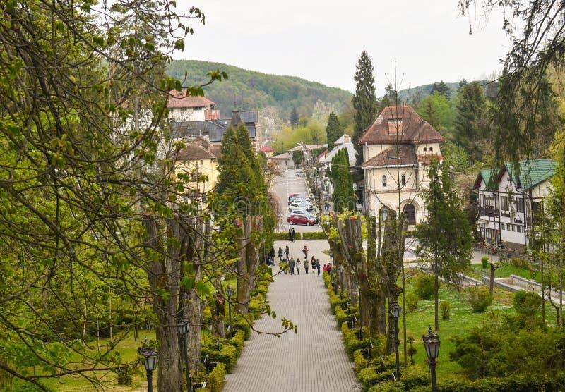 Mooie toeristische bestemming de balneary stad Baile Govora met oude architectuur en ontzagwekkende groene parken - Roemeni?, Bai stock fotografie