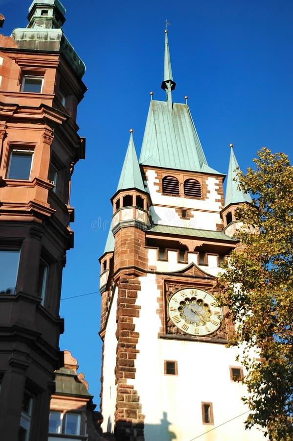 Mooie toren van de Poort van Martinstor Martin in Freiburg-im-Breisgau, Duitsland stock foto