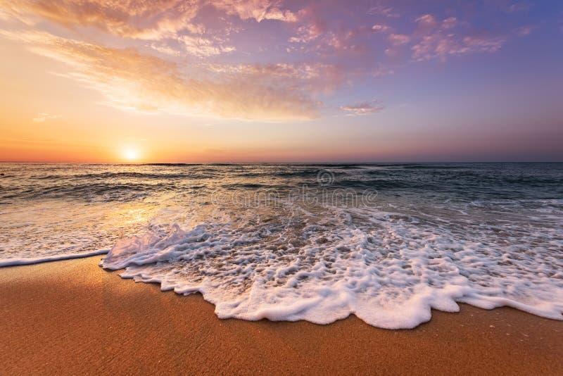 Mooie tropische zonsopgang royalty-vrije stock afbeelding