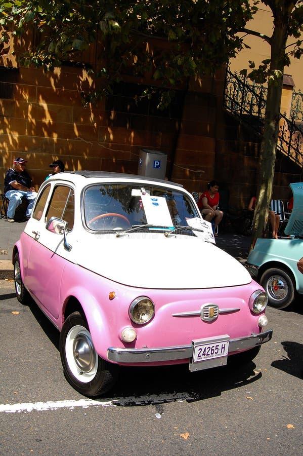 Mooie uitstekende roze minicar in de Klassieke motorshow op de dag van Australië royalty-vrije stock afbeeldingen
