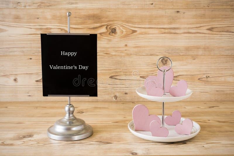 Mooie valentijnskaartendag met roze harten stock foto