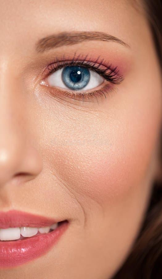 Mooie van de het portretschoonheid van het vrouwengezicht de huidzorg, concept - fashi royalty-vrije stock afbeelding