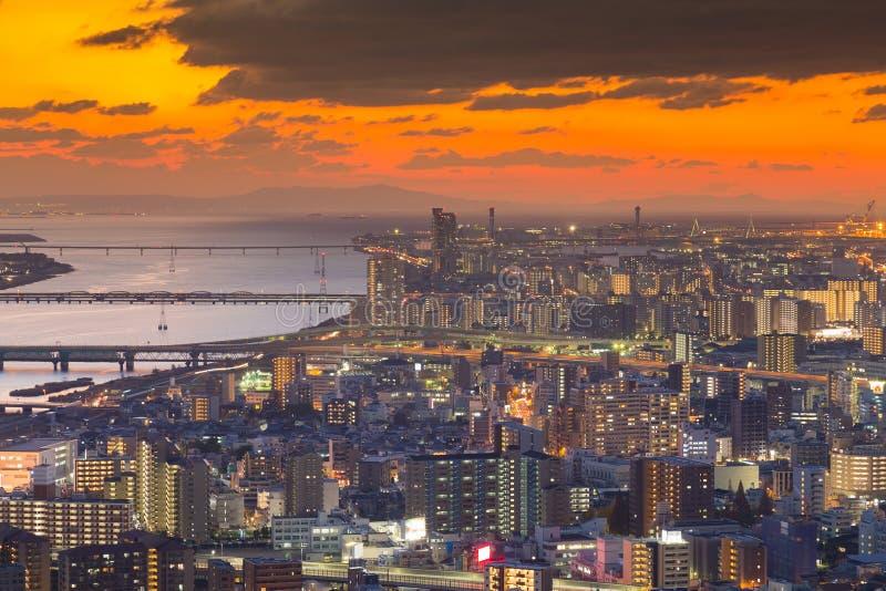 Mooie van de meningsosaka van de zonsonderganghemel lucht de stadszaken de stad in royalty-vrije stock foto's