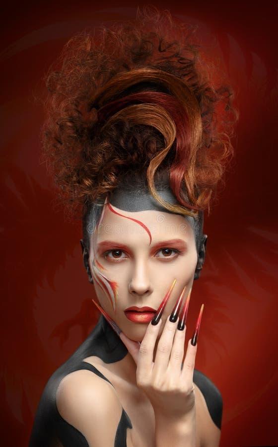 Mooie van het de kleurengezicht van de maniervrouw de kunst fenix stijl en spijkerdesi stock fotografie