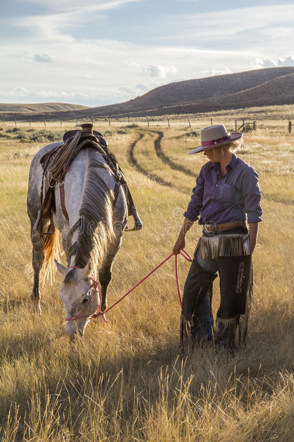 Mooie Veedrijfster met Paard royalty-vrije stock afbeeldingen