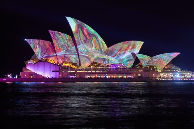 Mooie verlichtingsvertoning op Sydney Opera House stock afbeelding