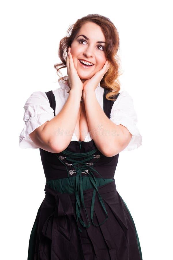 Mooie verraste vrouw in een traditionele Beierse dirndl stock afbeelding